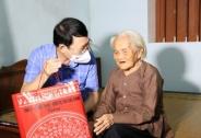 Lãnh đạo tỉnh Bắc Giang thăm, tặng quà người có công nhân dịp kỷ niệm 74 năm ngày Thương binh – Liệt sĩ