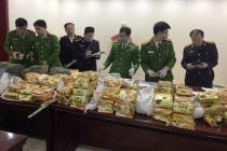 Bắt giữ nhóm đối tượng chở 8 bao tải chứa hàng trăm cân chất nghi ma túy tại Nghệ An