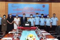 Cơ quan bảo vệ biên giới Anh trao tặng Hải quan Việt Nam máy quang phổ phát hiện hóa chất