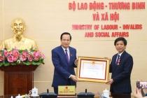 Bộ trưởng Đào Ngọc Dung trao Huân chương Lao động hạng Nhì cho ông Trịnh Minh Chí và Quyết định bổ nhiệm Vụ trưởng Vụ Tổ chức cán bộ đối với ông Hà Xuân Tùng