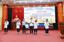 Hà Nội tặng quà cho trẻ em có hoàn cảnh đặc biệt huyện Mỹ Đức
