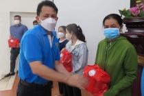 TP.HCM: Hàng ngàn túi an sinh đến với người lao động gặp khó khăn do dịch Covid-19