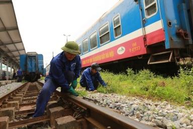 Lao động ngành đường sắt gặp khó vì bị nợ lương